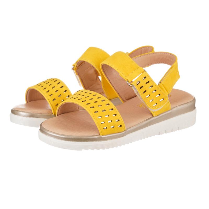 Sandale cu găuri decorative, galbene  240501