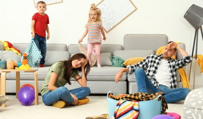 Frustrated,parents,and,their,mischievous,children,in,messy,room